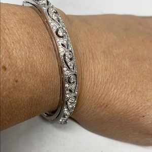 Lovely silver tone hinged bangle